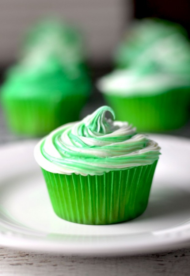 Want a fun sweet treat for St Patrick's Day? Check out this St Patrick's day cupcake recipe. Irish Cream cupcakes!