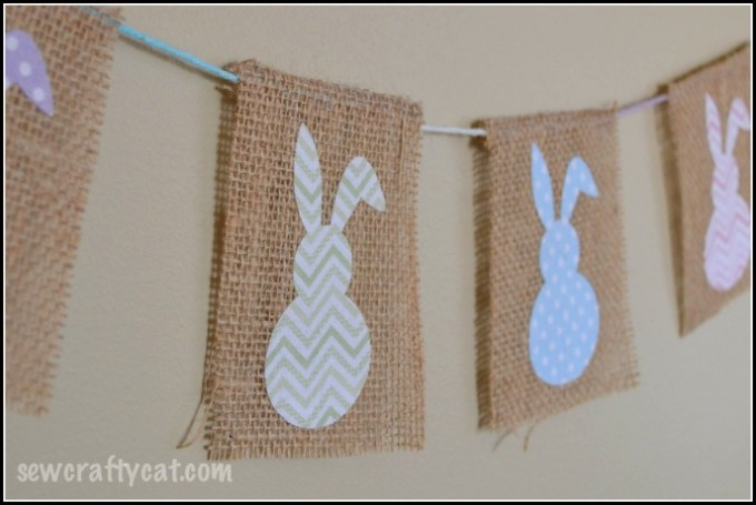 Love fun and easy Easter craft ideas? Check out this Easter Bunny Bunting! It's too adorable!