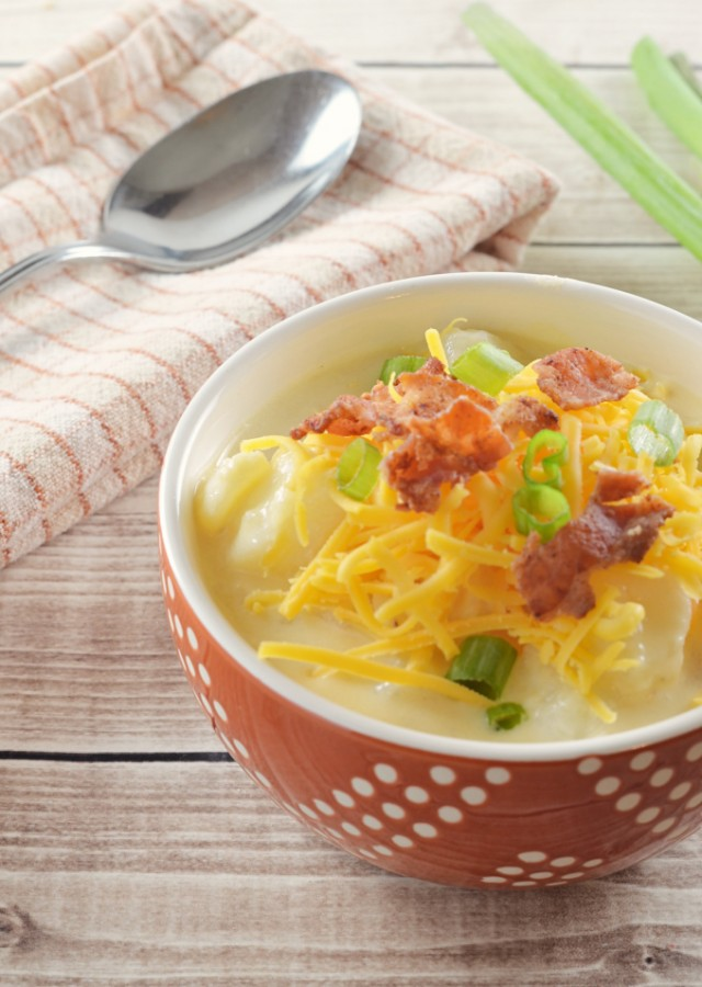 Looking for an amazing loaded baked potato soup recipe? You have found it in my creamy bacon cheddar potato chowder!