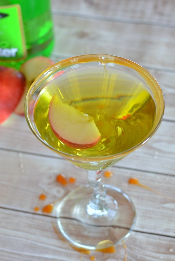 Perfect caramel apple martini recipe to enjoy. Love this