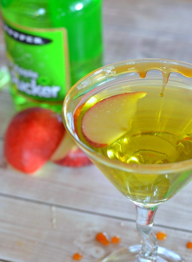 This caramel apple martini recipe is the best ever!