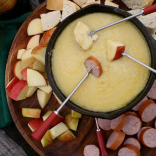 Irish Cheddar-Whiskey Fondue
