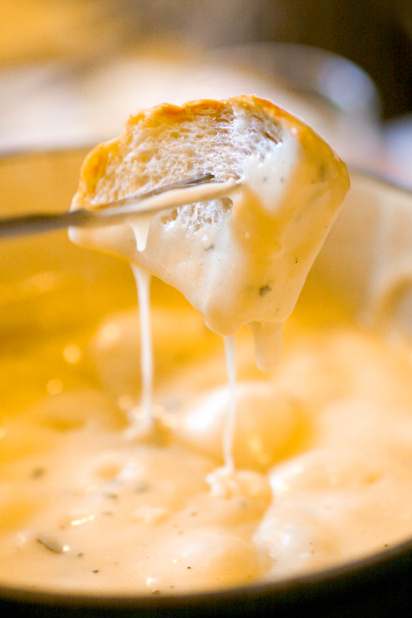Want a cheddar cheese fondue recipe? Then you are gonna love this Copycat Melting Pot Cheese Fondue Recipe