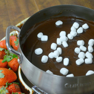 Looking for an easy chocolate fondue recipe? You've find it! Smores fondue recipes