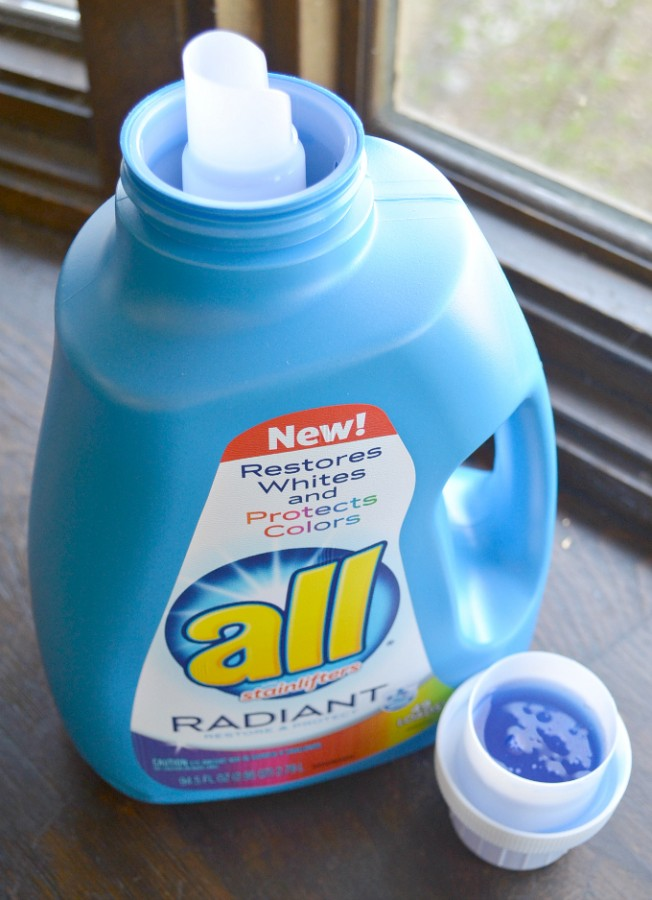 all Radiant detergent rocks when it comes to keeping your clothes looking amazing! #radiantlaundry #ad