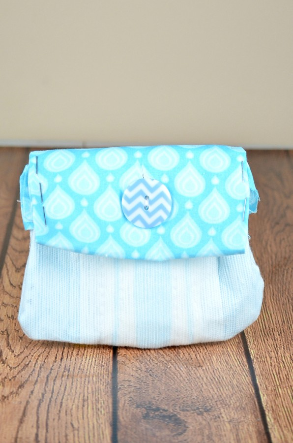 Looking for a fun no sew craft? Check out how you can make this cute no sew coin purse. You'll never guess what it's made from #recycleyourperiodpads #ad