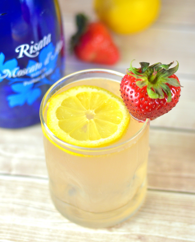Love moscato? Then you are going to love this moscato strawberry lemonade!