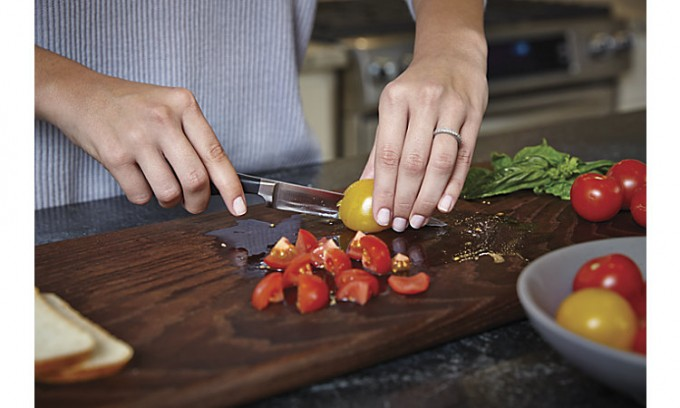 Beginner cook? Then check out these 4 basic knife skills that all beginner cooks should know