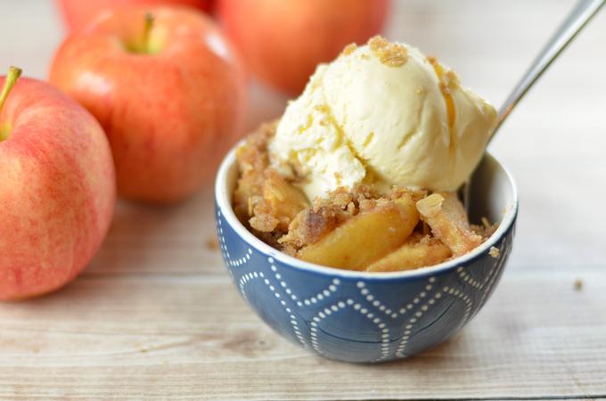 Easy Homemade Apple Crisp (Gluten Free Too!)