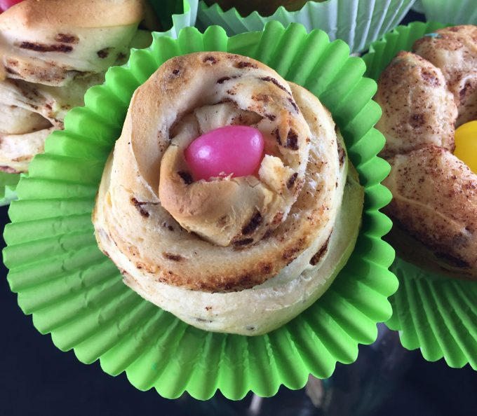 Need some Mother's Day Brunch Ideas Pillsbury Cinnamon Rolls make a super cute flower bouquet you can eat!