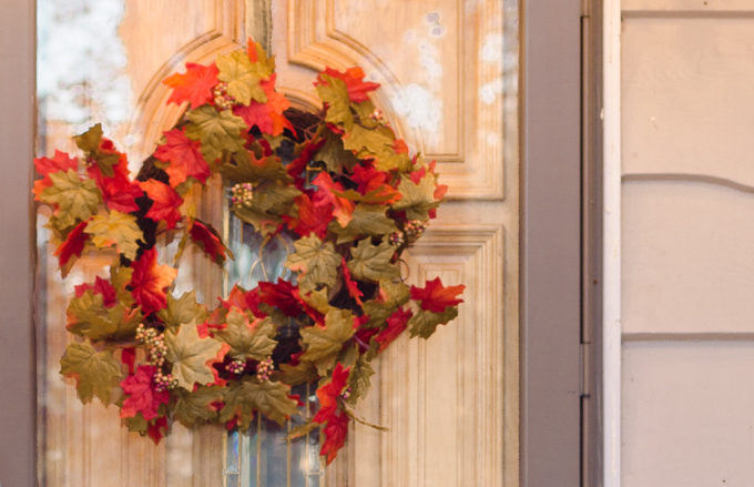 Looking to pizazz your front step this year? Check out this easy fall front porch idea that will make your front porch go from blah to PIZZOW!