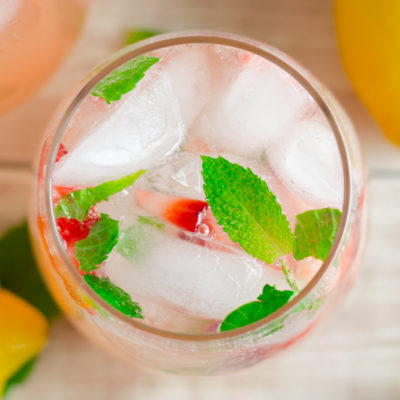 Sparkling Strawberry Mint Lemonade To Brighten Up Your Day!