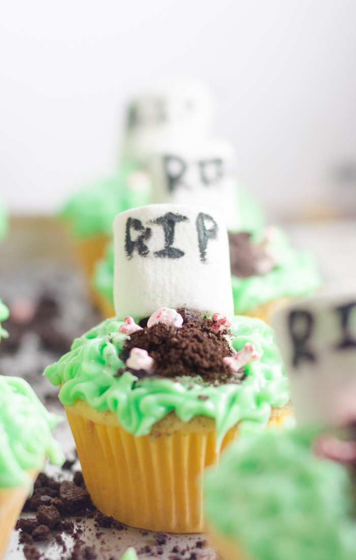 These easy Halloween cupcakes are cute Halloween cupcakes with grave